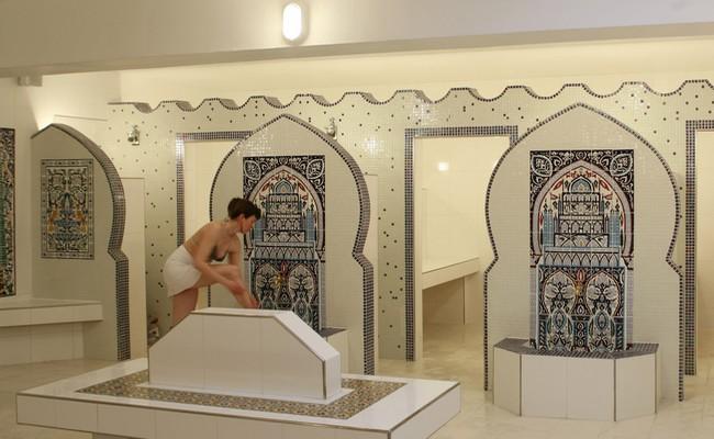 Après la douche on se dirige cvers le hammam ou le sauna  @ Le Pacha/Lindigomag