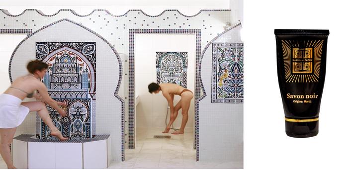 Dans la grande salle tiède se trouvent la cabines ouvertes pour douche et gommage;.@ Hamman  Pacha/Lindigomag