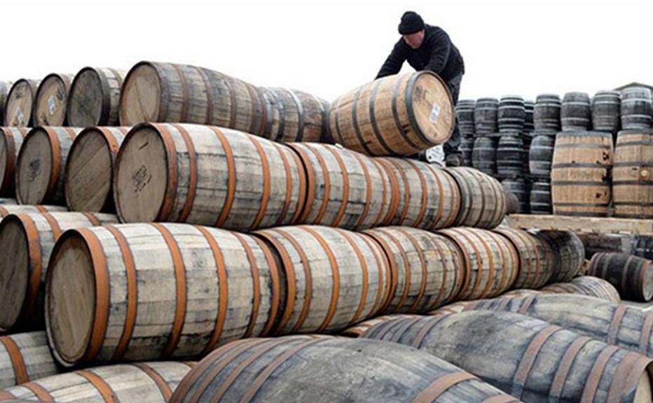 Distillerie innovante, Penderyn est également reconnue pour le vieillissement exceptionnel de ses malts, dans d'anciens fûts de vin de madère. @Visit Wales.