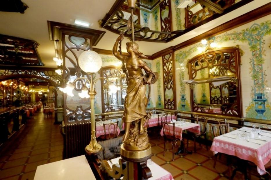 Dans un décor Art-déco, le Bouillon Chartier Inscrit au répertoire des Monuments Historiques, vient de rouvrir . @ Bouillon Chartier Montparnasse