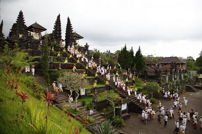 L'Indonésie est ainsi le quatrième pays le plus peuplé au monde avec plus de 750 langues parlées différentes.  @ O.T. Wonderfull Indonesia