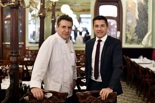 Pascal Le Bihan (à droite), aux côtés du chef Christophe Moisand (directeur des cuisines du groupe Trasco), est aux rênes entre autres du « Bouillon Julien ».  ©Alexandre Marchi