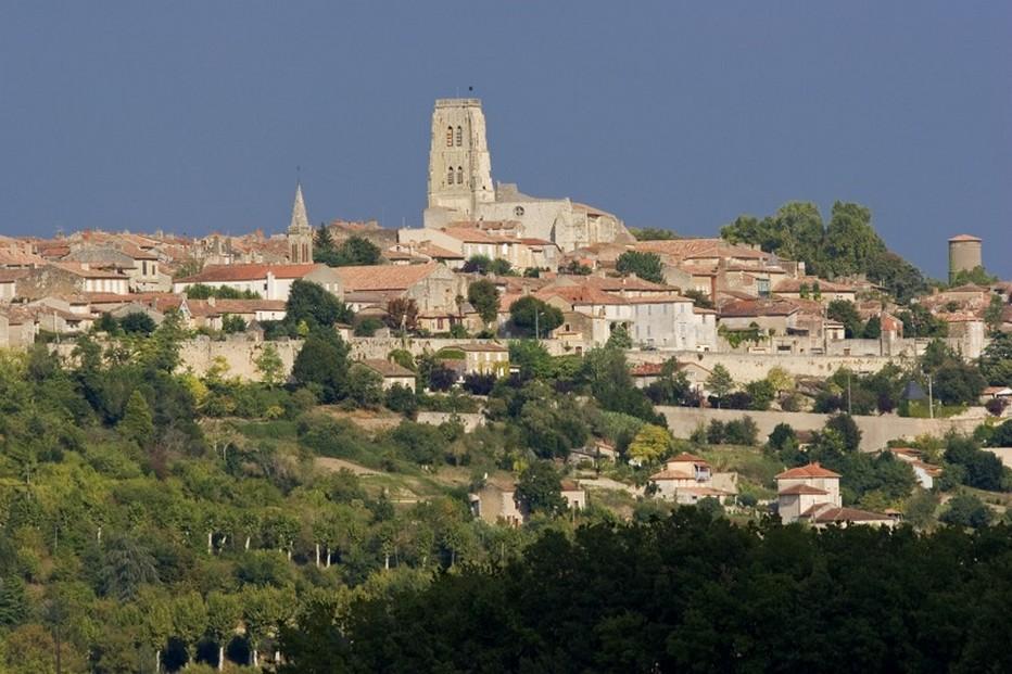 Le village de Lectoure,  ancienne capitale des comtes d'Armagnac, l'un des plus beaux villages de France.@ villagedeFrance.fr
