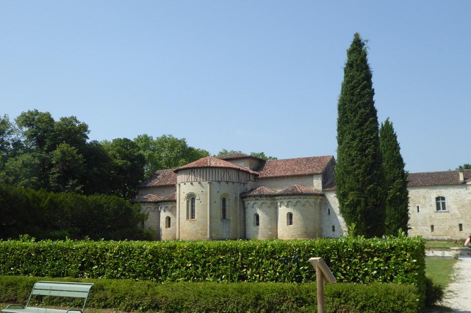 Le chevet de l'abbaye de Flaran vu du jardin de simples @ C.Gary