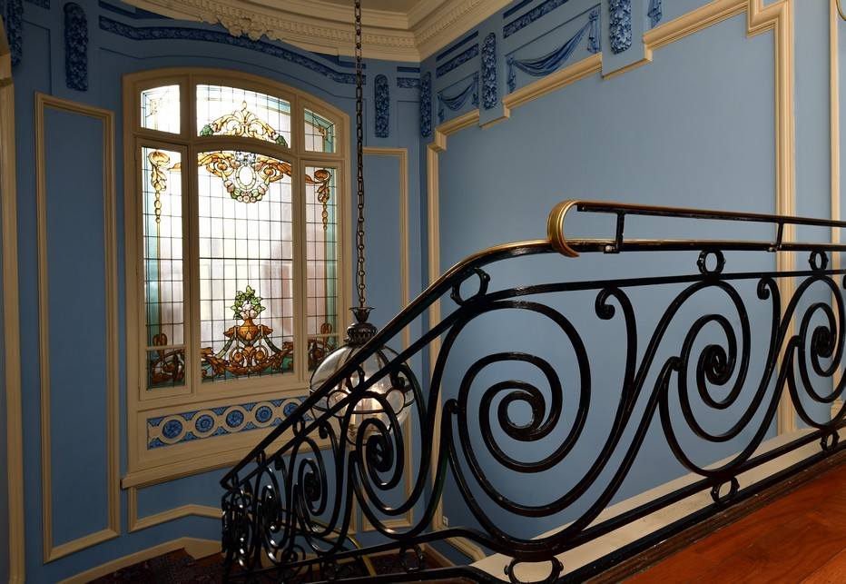 La cage d'escalier conduisant à la salle de restauration du premier étage. Un voyage hors du temps. ©Alexandre Marchi