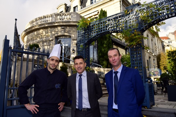 Pascal Le Bihan, directeur d'exploitation, est entouré de Sébastien Boulonnois, chef de cuisine adjoint et de Mickael Blain, directeur de restaurant. ©Alexandre Marchi