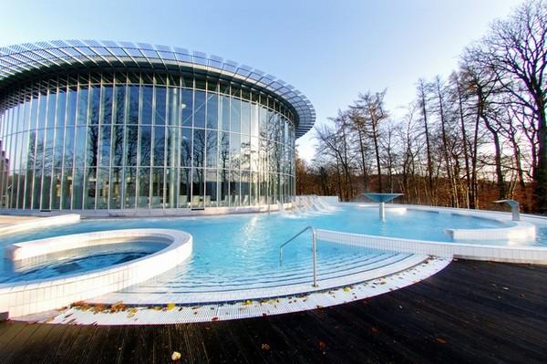 Une architecture moderne et des eaux bénéfiques aux thermes de Spa en Wallonie @ DR