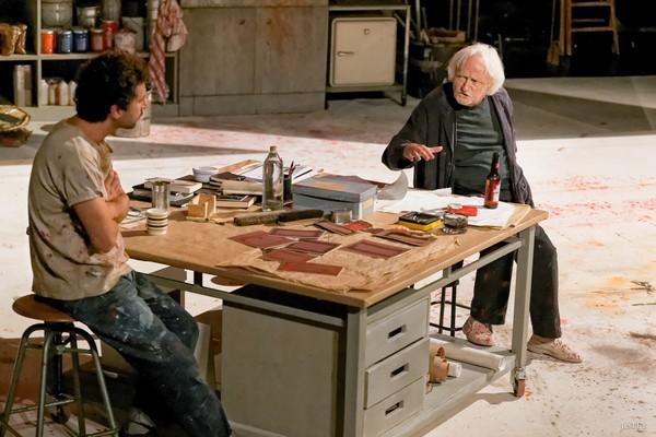 """Niels Arestrup et Alexis Moncorgé (petit-fils de Jean Gabin) dans """"Rouge"""" actuellement au Théâtre Montparnasse. @ DR"""