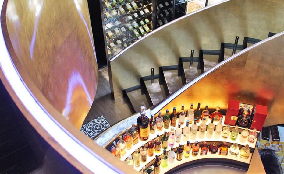 Le bar magnifique du restaurant Osha. @ Osha
