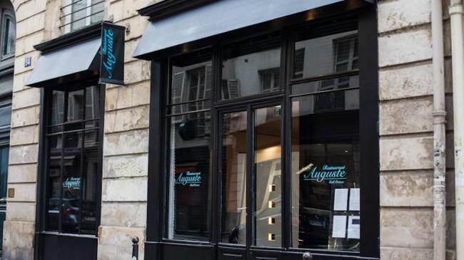 Devanture du Restaurant Auguste à Paris 7ème. @ DR