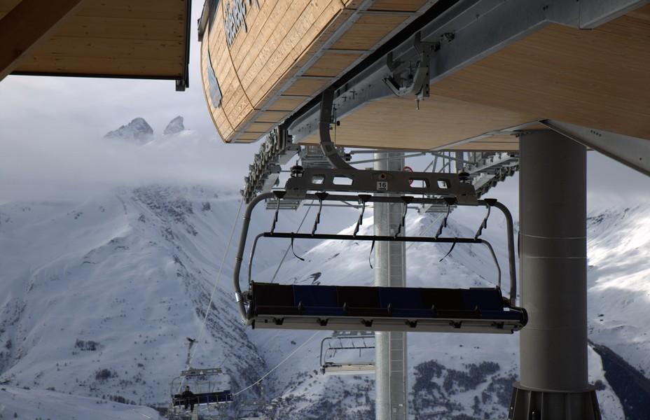   Depuis début Janvier 2020, le tout nouveau télésiège de Montissot décuple les descentes  pour la joie des skieurs occasionnels ou des fidèles de Valloire. @ R.Bayon