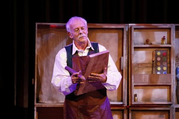 Le comédien Pierre Reggiani dans le rôle de Gepetto. @ DR
