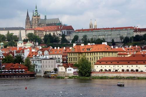 Vue sur Prague du château et du fleuve Vltava (Moldau) depuis le pont Saint Charles @ David Raynal