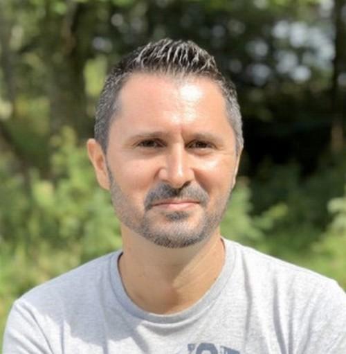 Il a fallu à Julien Peron 4 ans, sans équipe de tournage, sans perchiste, sans cameraman et en auto-financement, pour tourner en solo plus de 1500 interviews (il a cumulé plus de 300 heures de rushes )@ DR Julien Peron.