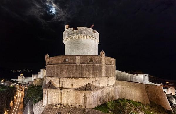 Visite de certains monuments en plein air comme les murailles de Dubrovnik.@ OT Croatie