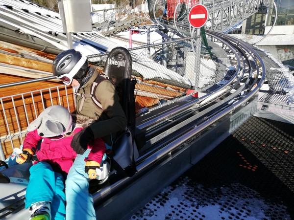 Aux Carroz, la luge sur rail est été comme hiver une aventure inoubliable pour les amateurs de sensations fortes @ David Raynal