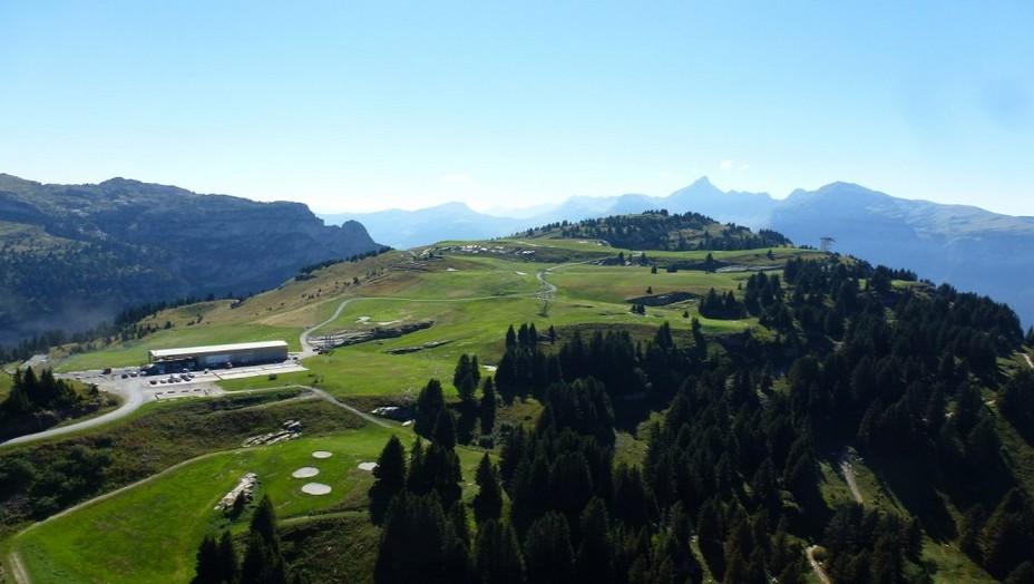 Golf de Flaine-les-Carroz - Dès le 4 juillet les joueurs  pourront à nouveau pratiquer tous les jours le golf en montagne à 1900 mètres d'altitude face à un panorama à couper le souffle. @ DR