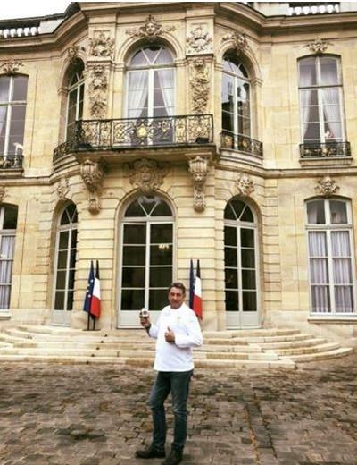 Fabrice Piguet se met au piano durant son année sous les drapeaux, à l'Hôtel Matignon et notamment pour deux Premiers ministres (Jacques Chirac et Michel Rocard) à la Lanterne à Versailles (78) @ F.Piguet - Collection personnelle