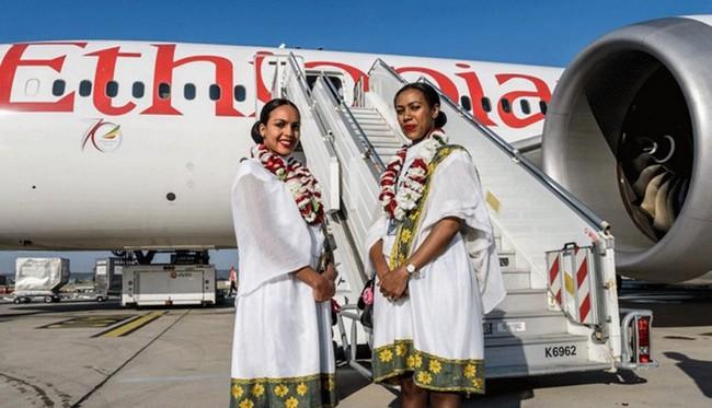 Les hôtesses de la compagnie Ethiopian Airlines formées aux règles sanitaires contre la Covid.19 @ DR