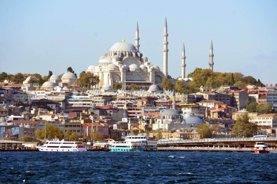 Vue depuis la Corne d'Or à Istanbul de la mosquée Süleymaniye,  conçue par l'architecte Sinan pour le sultan Soliman le Magnifique et construite de 1550 à 1557. Crédit photo David Raynal.