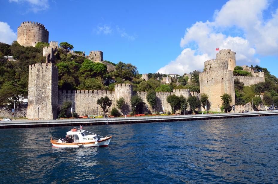 La forteresse ottomane de Rumeli Hisarı à Istanbul, conçue par Mehmet II en 1452 pour assiéger Constantinople à l'endroit le plus étroit du Bosphore. Crédit photo David Raynal.