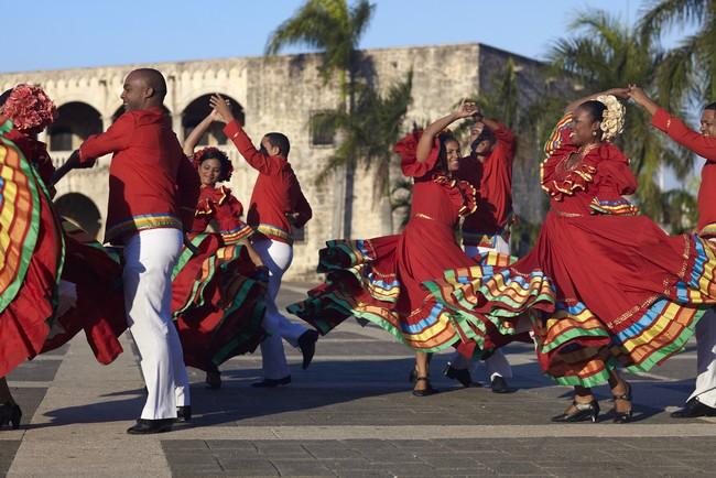 Danses traditionnelles dans le vieux centre historiqsue de Saint-Domingue. Crédit photo OT République Dominicaine.