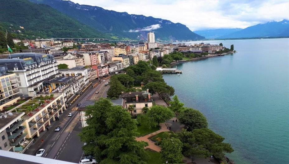 Montreux, le Grand Hôtel Suisse et la promenade. ©Degon