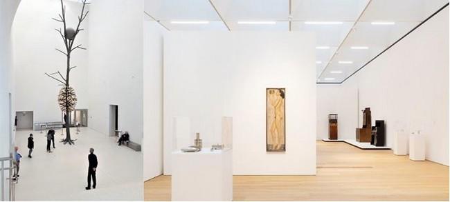 De gauche à droite : Entrée du MCBA Lausanne. Oeuvre de Giuseppe Penone, Luce et ombra, bronze or et granit. @ DR et Lausanne, salle d'exposition dans le MCBA ©Etienne Malapert
