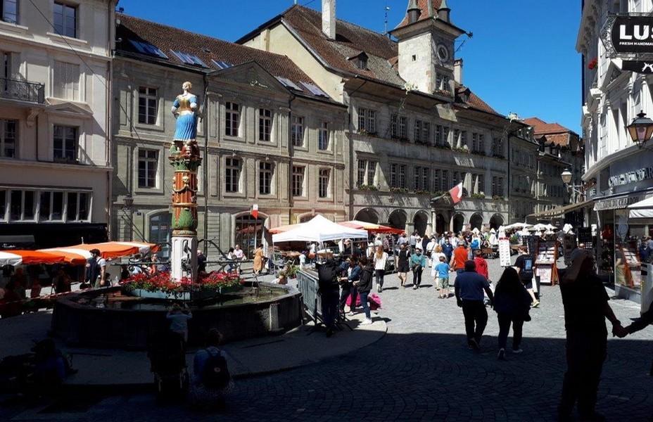 Lausanne - Place de la Palud. ©Degon