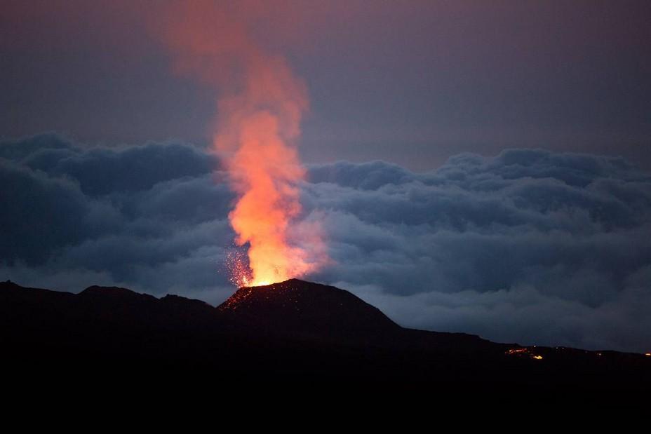Le Piton de la Fournaise  - Volcan 2 -La  Réunion) @ DR