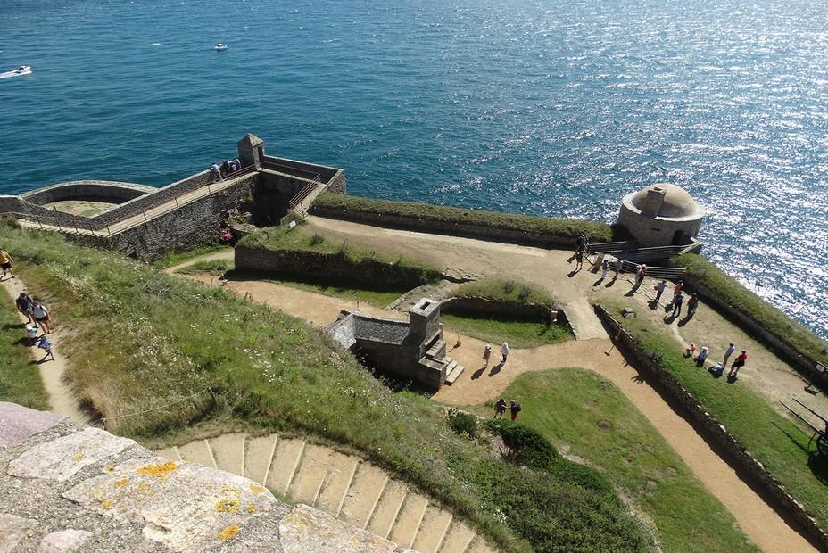 Dinan - les jardins du château donnant sur la mer... @ F.Surcouf