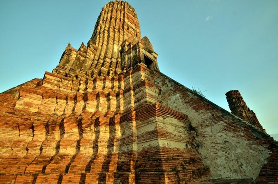 Le roi était le centre du pouvoir d'Ayutthaya. Contrôlant l'administration, la législation et la politique du royaume, il était également le centre spirituel de la ville. Il était en effet regardé comme un être sacré. @ David Raynal