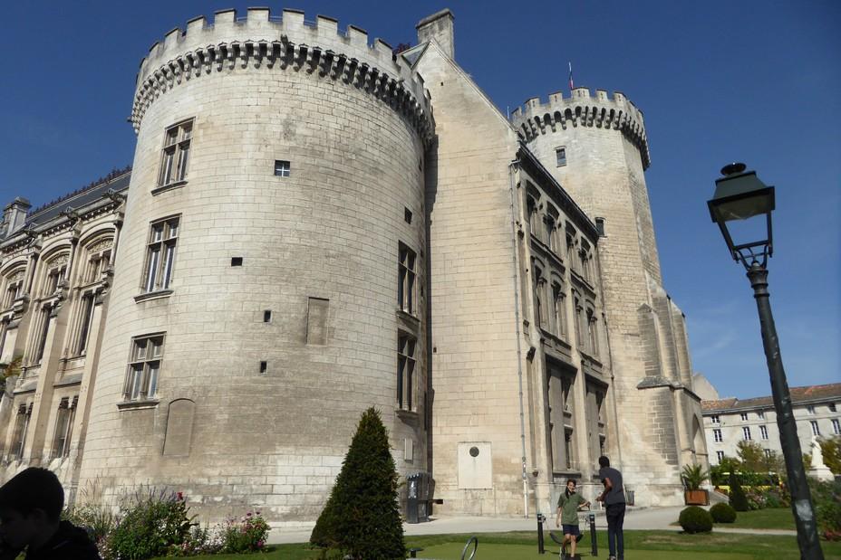 Angoulême. le Palais municipal a conservé les vestiges du château où naquit Marguerite d'Angoulême sœur de François 1er. @ C.Gary