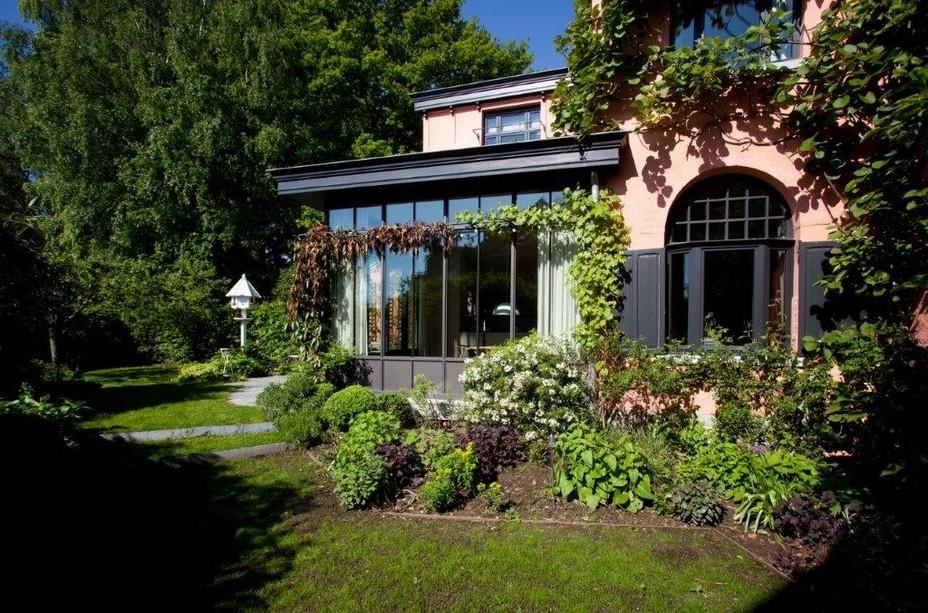 La Villa - @ Grégory Halliday.