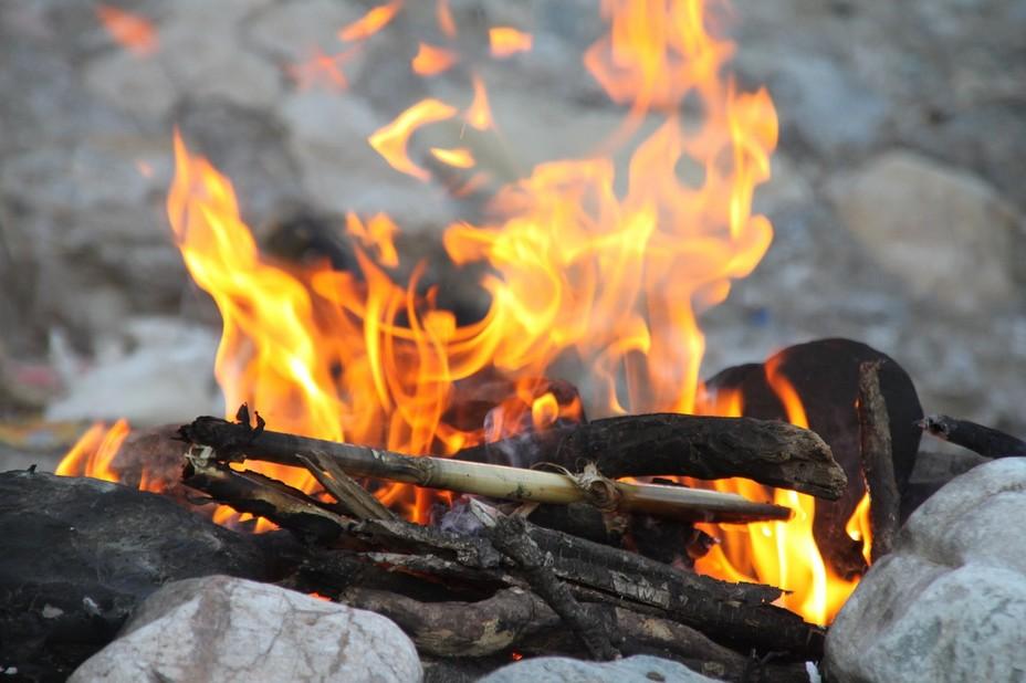 Vacances en Charentes en famille autour d'un feu de bois.... @ Hamza Aït omlacho/Pixabay