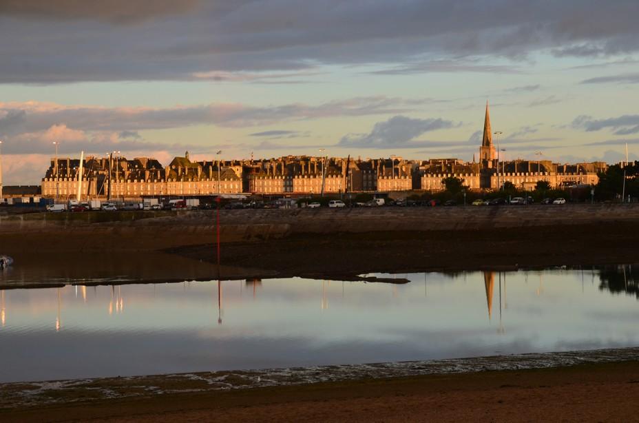 L'inta-muros de Saint Malo depuis la plage des Bas-Sablons à Saint-Servan - © David Raynal