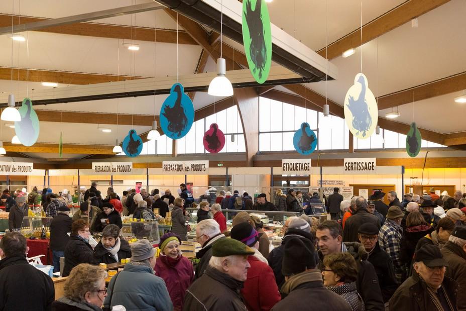 Sous la Halle Geaorges Brassens les Foires grasses accueillent une trentaine de producteurs locaux ©MalikaTurin