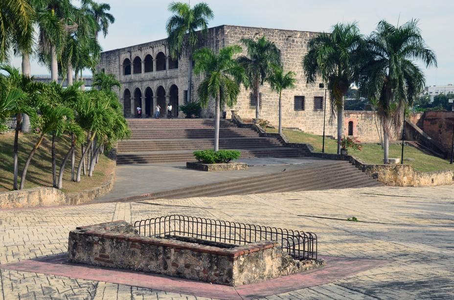 L'Alcazar de Colon est l'un des musées les plus populaires de la Ville Coloniale à Saint-Domingue classé au patrimoine mondial de l'UNESCO. Achevé vers 1512, ce palais de style gothique et Renaissance fut jadis la demeure de Diego Colomb, fils de Christophe Colomb, et de son épouse, María de Toledo, nièce du roi Ferdinand d'Espagne. Crédit photo David Raynal