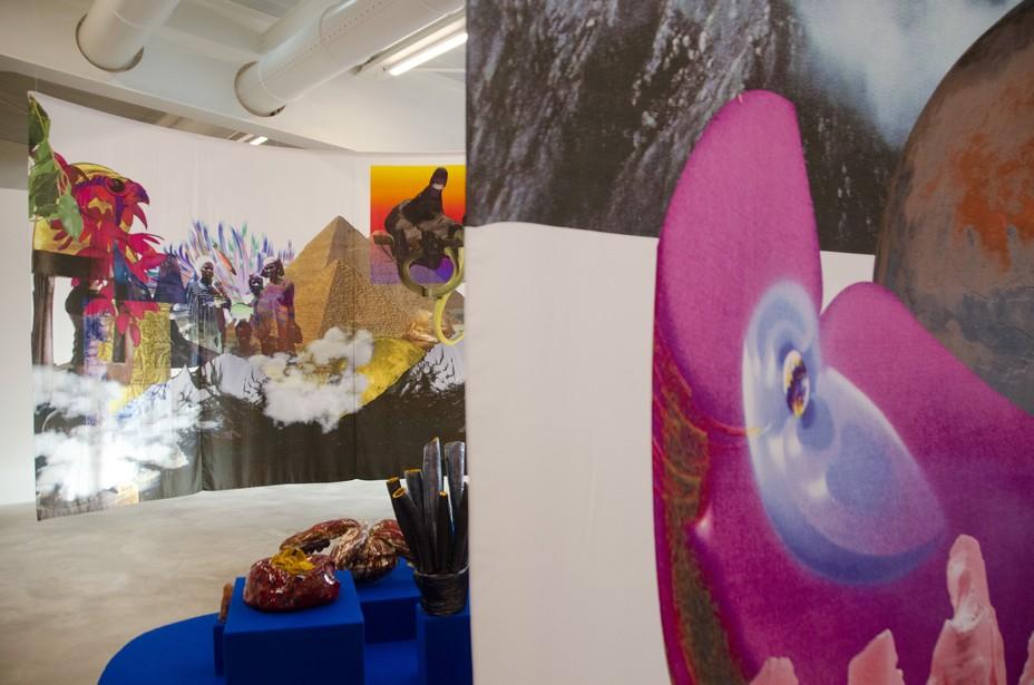 Josèfa Ntjam associe sculpture, photomontage, performance, film et écriture.© David Raynal