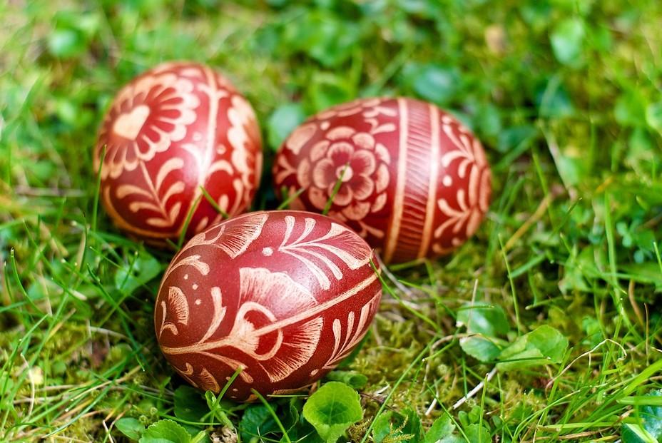 Oeufs de Pâques magnifiquement décorés pour les fêtes de Pâques en Pologne. @ OT Pologne.