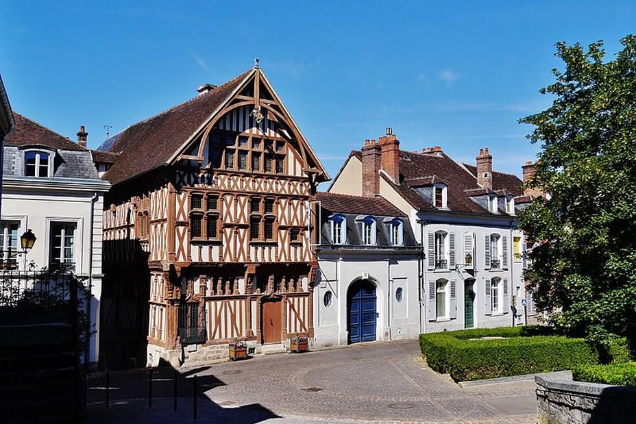 Joigny -  La maison à colombages du Bailli @ Creative Commons