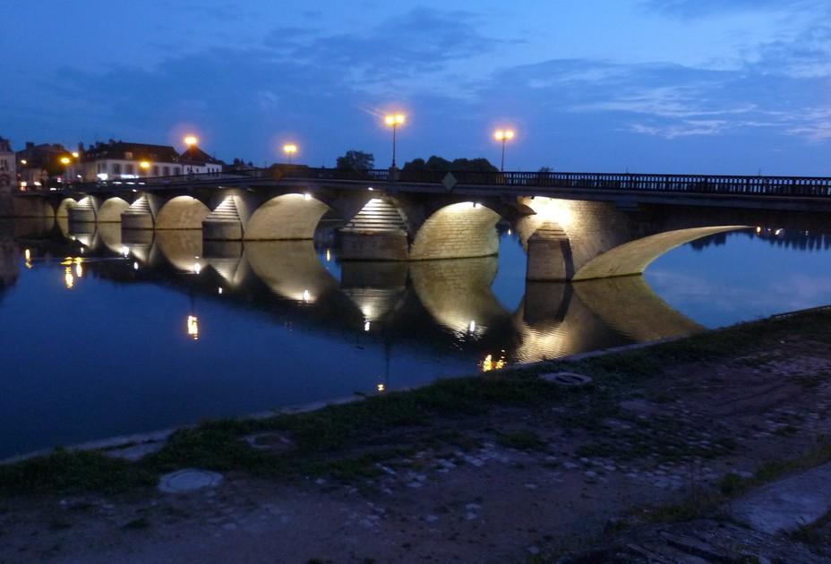 Bourgogne : Joigny la nuit.... @ OT Joigny et Jovinien