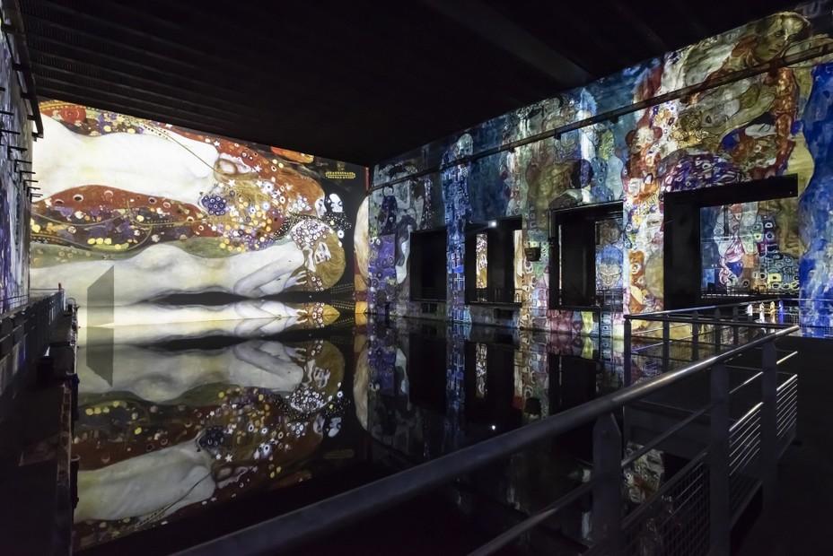 Les bassins de lumière  Expo Klimt  @ANAKA, Culturespaces