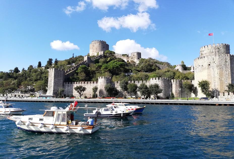 Ultime pièce de la conquête ottomane, la forteresse Rumeli Hasari a été spécialement imaginée par le sultan Mehmed II (1432-1481) entre 1451 et 1452, juste avant la chute de Constantinople en 1453 - © David Raynal