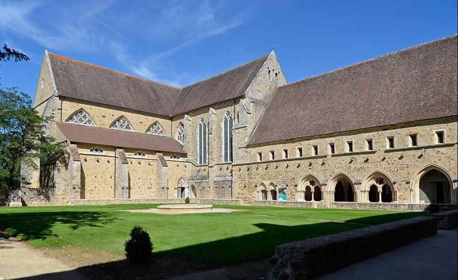 L'abbaye Royale de l'Epau, joyau cistercien de la reine Bérangère @ Wikipedia/Lindigomag