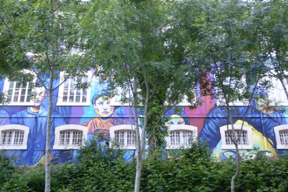 Le long de la Sarthe, Street art sur les murs de l'ancienne fabrique de tabac. @C.Gary