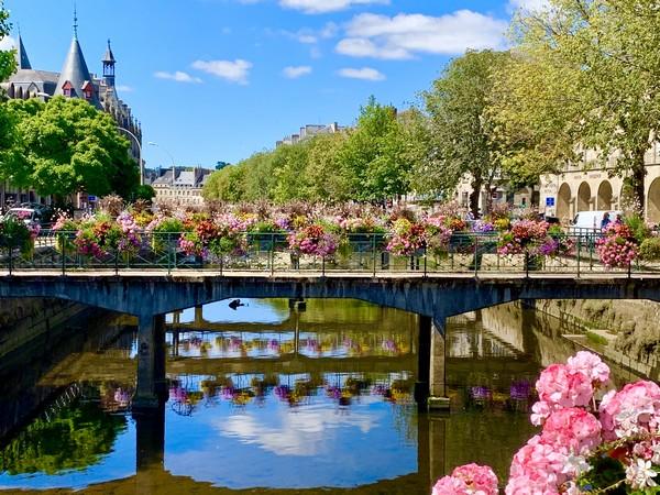 Quimper Balade fleurie le long des quais de l'Odet ©Office de Tourisme Quimper Cornouaille