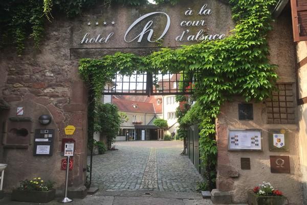 Séjourner au choix à l'Hôtel « La Cour d'Alsace » et ses jardins remarquables . @ R.Bayon