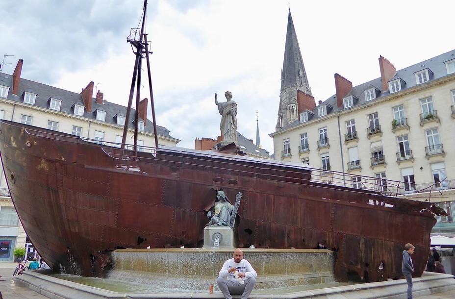 Naufrage de Neptune de Hugo Schiavi Place Royale @. C.Gary