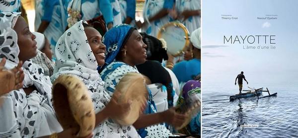 """Fête à Mayotte@ Thierry Cron et  Couverture du livre """"Mayotte, l'âme d'une île"""" aux éditions des Autres @ DR"""